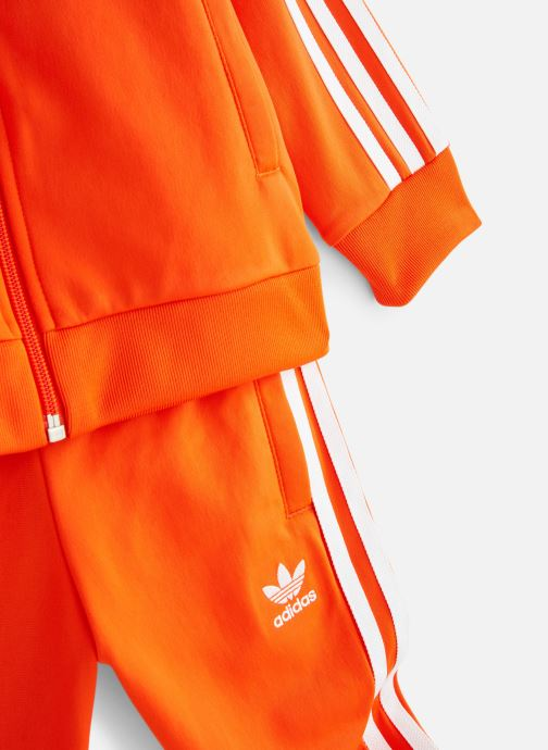 Ropa Adidas Originals Superstar Suit K Naranja vista del modelo